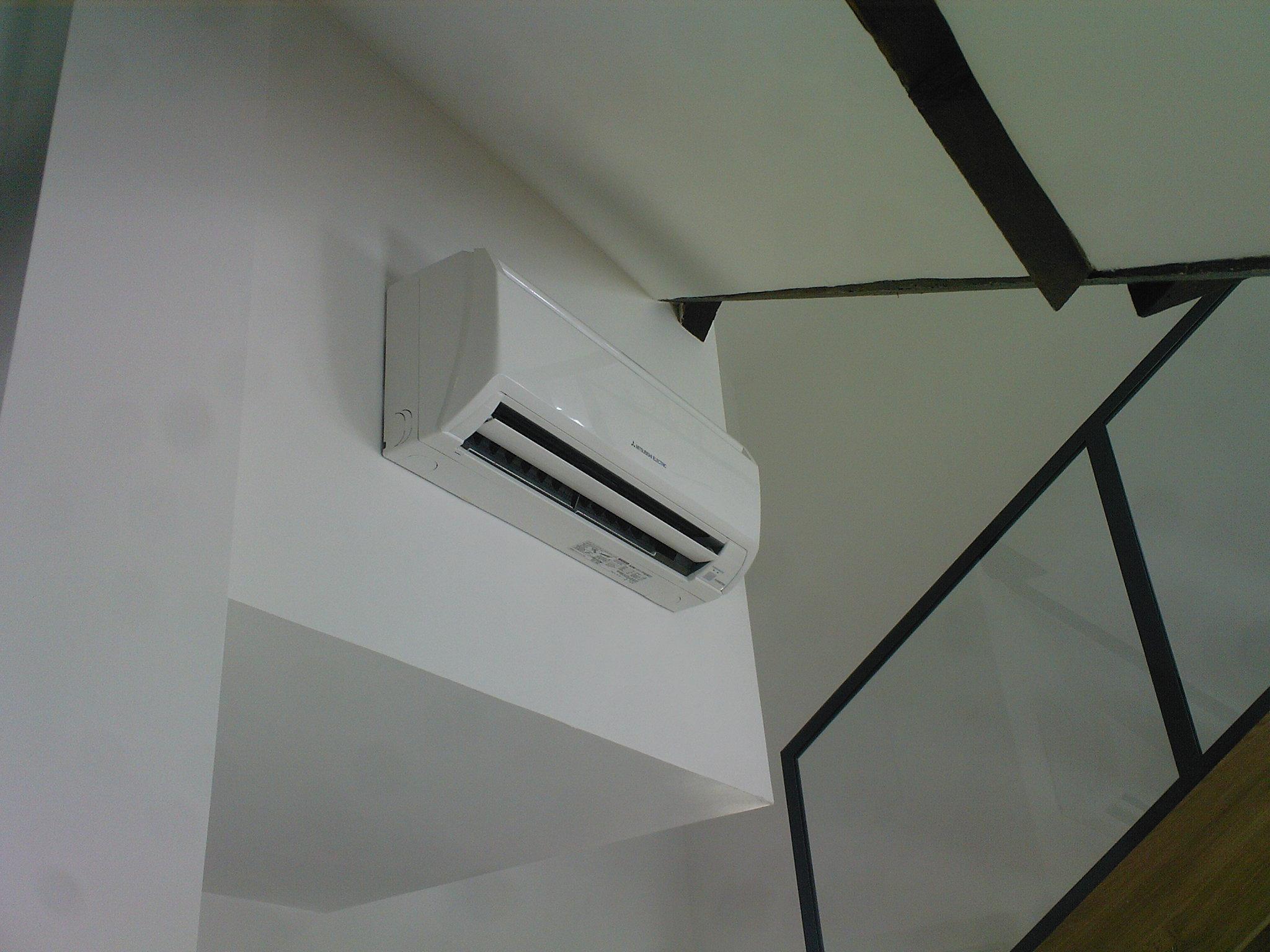 le mural climatisation design et conomique. Black Bedroom Furniture Sets. Home Design Ideas